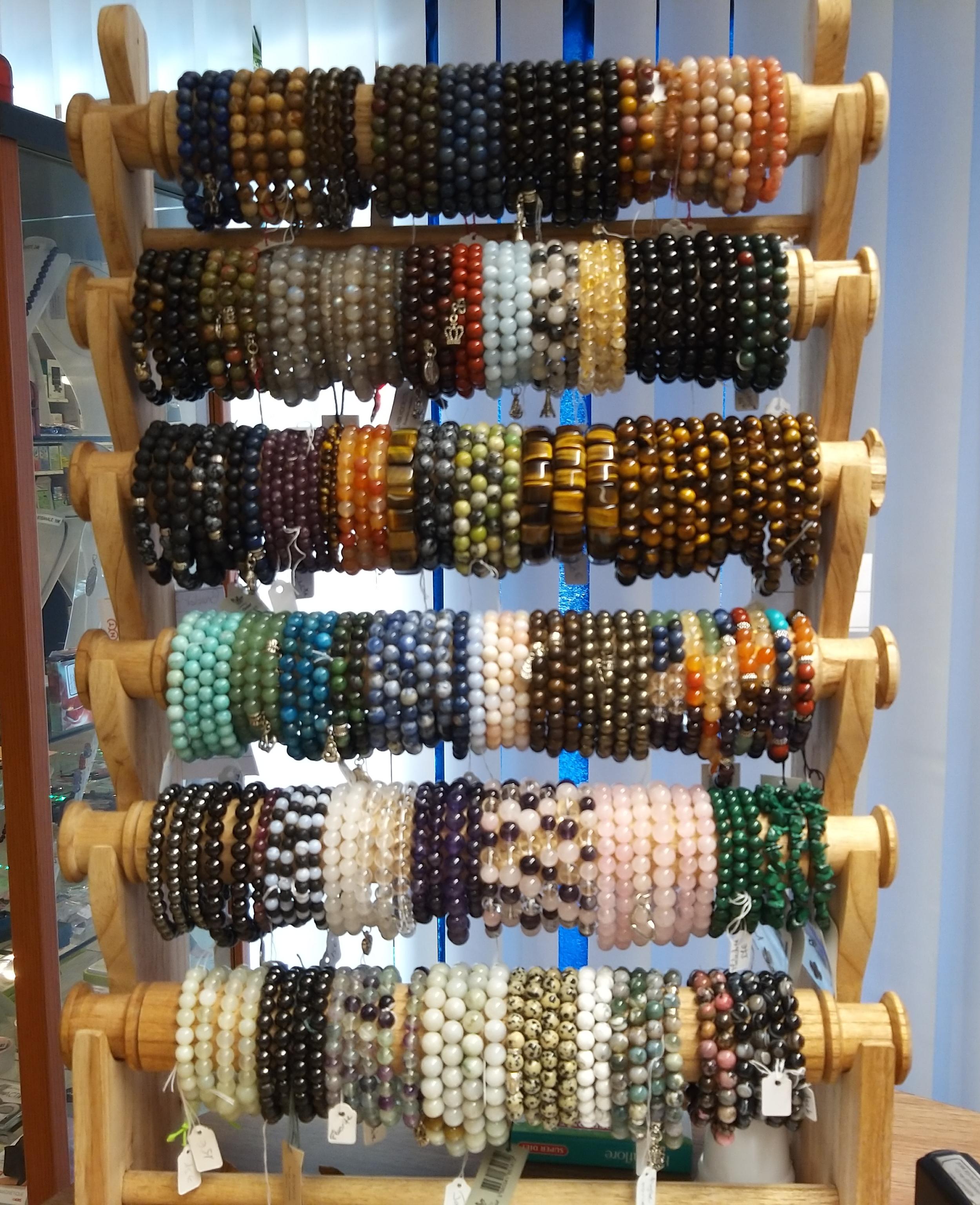 Assortiment de bracelets en minéraux